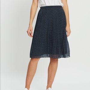 Abercrombie & Fitch Navy Pleated Midi Skirt!!